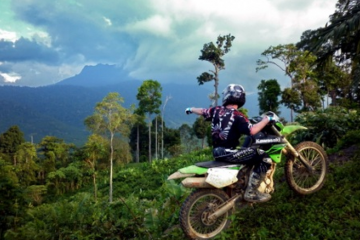 enduro-motorbiking-in-jungle-2011