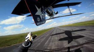 Video of the week: Unbelievable airplane tail grab