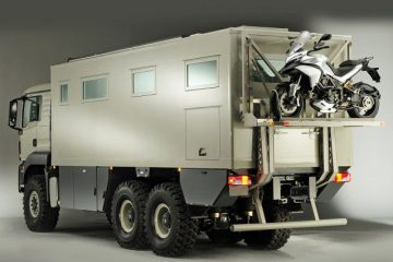 Overland expedition vehicle