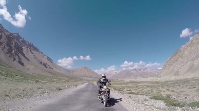 Riding to Khardung La video