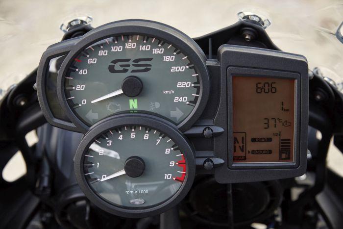 BMW F700GS dashboard