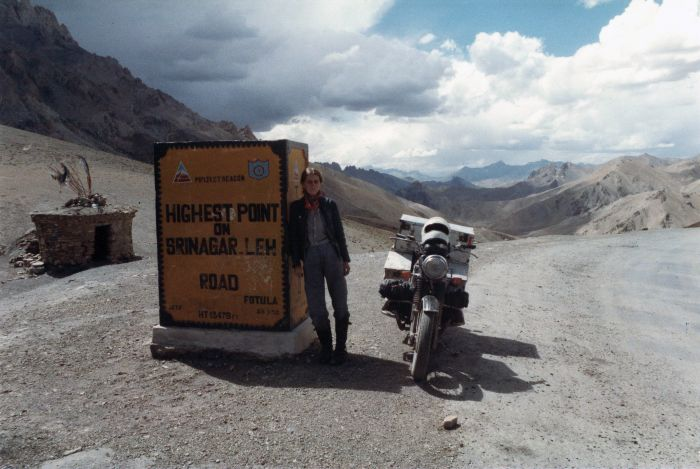 Elspeth Beard at Srinagar Leh pass