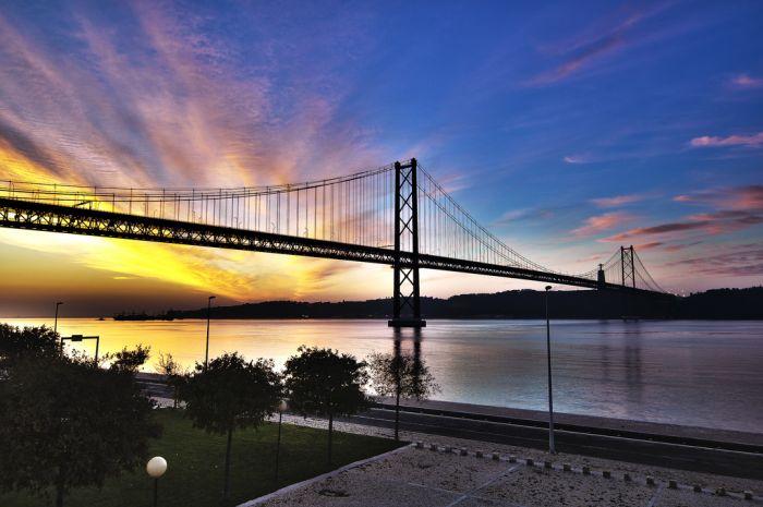 Ponte 25 de Abril bridge-Lisbon, Portugal