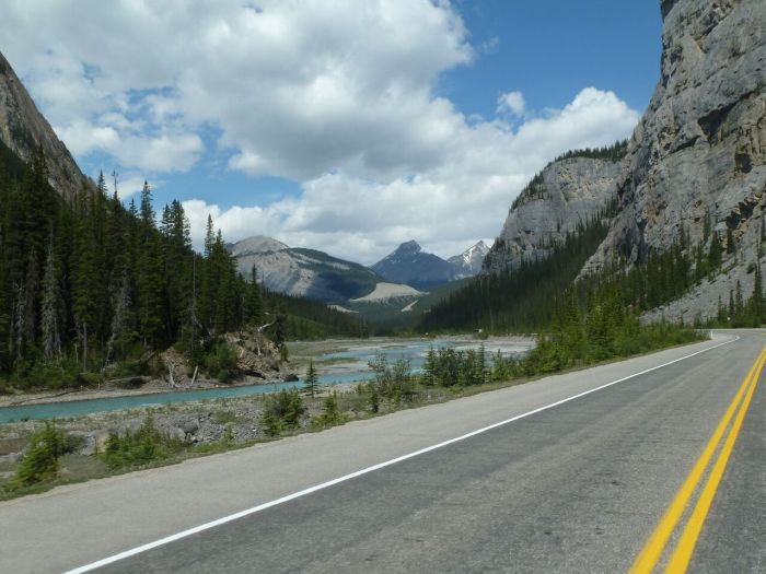 icefields-parkway-canadian-rockies-motorcycle-tour