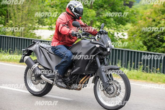 Spy shots of the Yamaha Tenere 700