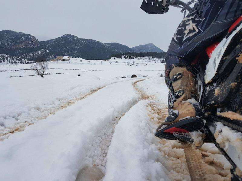 motorcyclists feet in the snow