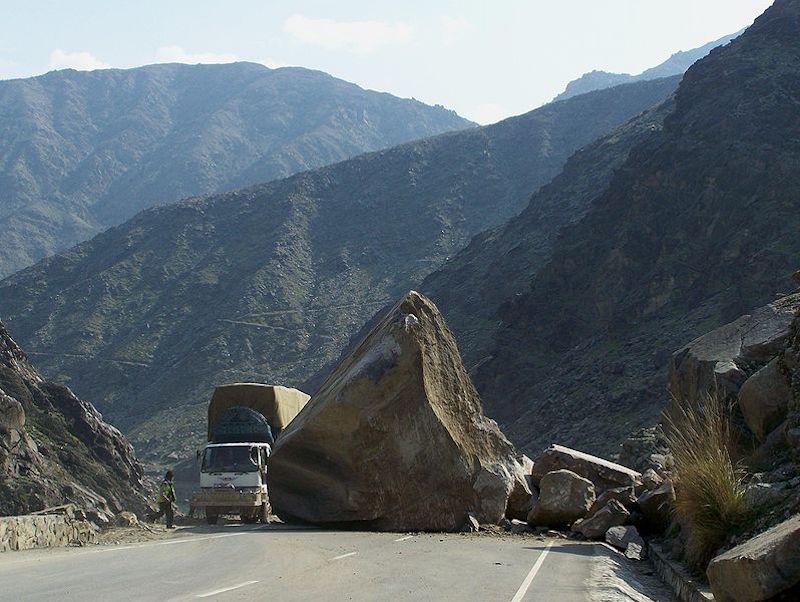 rock fall Kabul-Jalalabad Highway