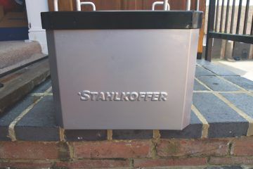Stahlkoffer Aluminium Top Box on a wall