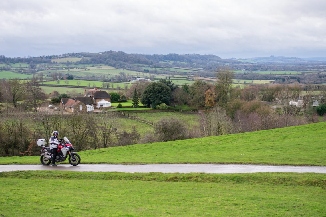 weekend motorcycle ride in the cotswolds
