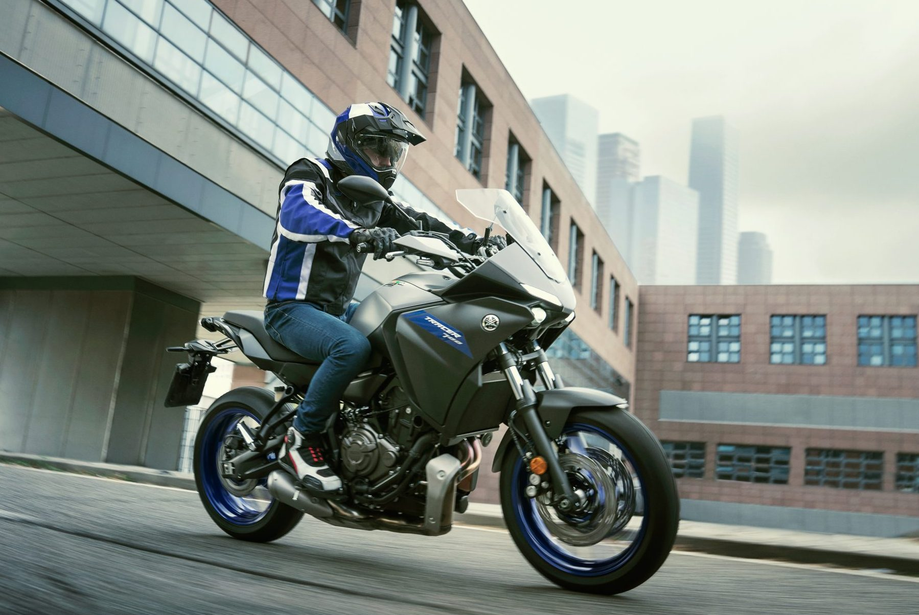 Yamaha Tracer 700 in the city