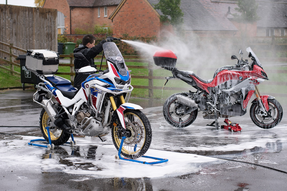 mobile motorcycle cleaning