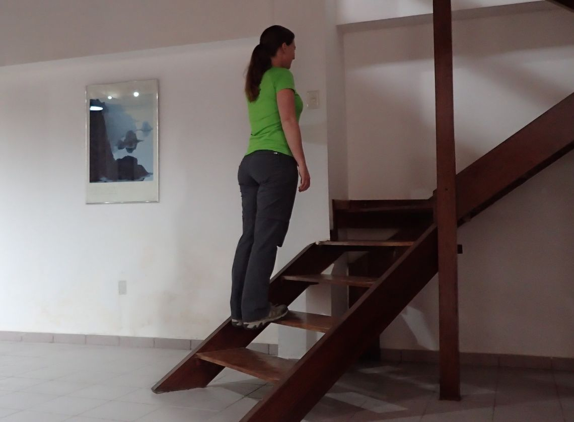 Achilles-Tendinopathy-exercises-double-leg-heel-raise-step-lowering
