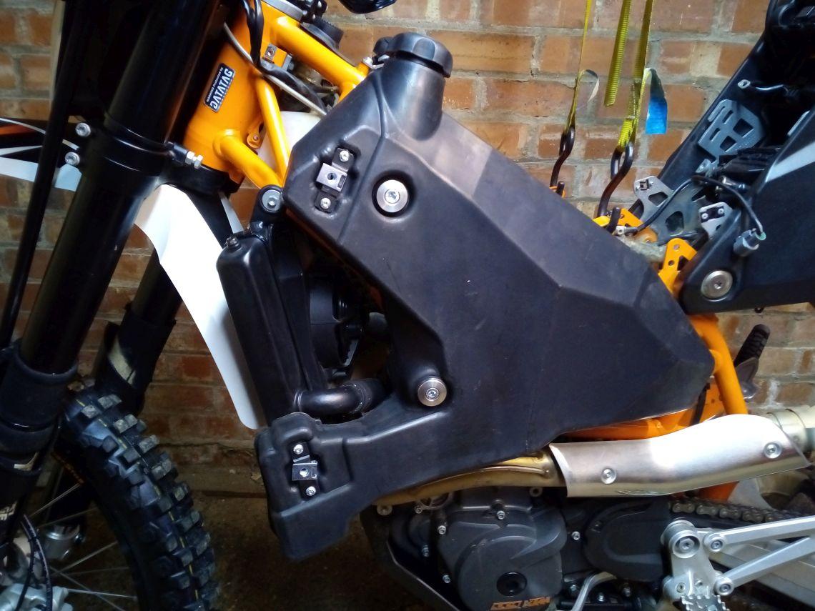 Fuel tank fittings