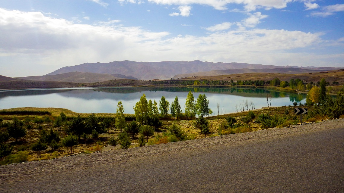 Lake-Tislit-landscape