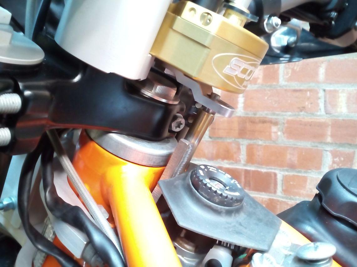Scott steering damper fitting