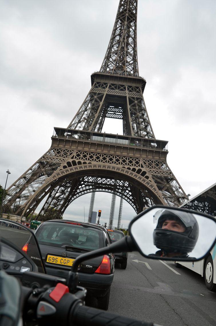 Arriving in Paris, looking up