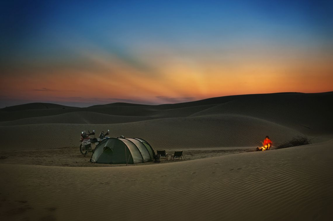 Great_Tar_Desert_dunes_camp_4