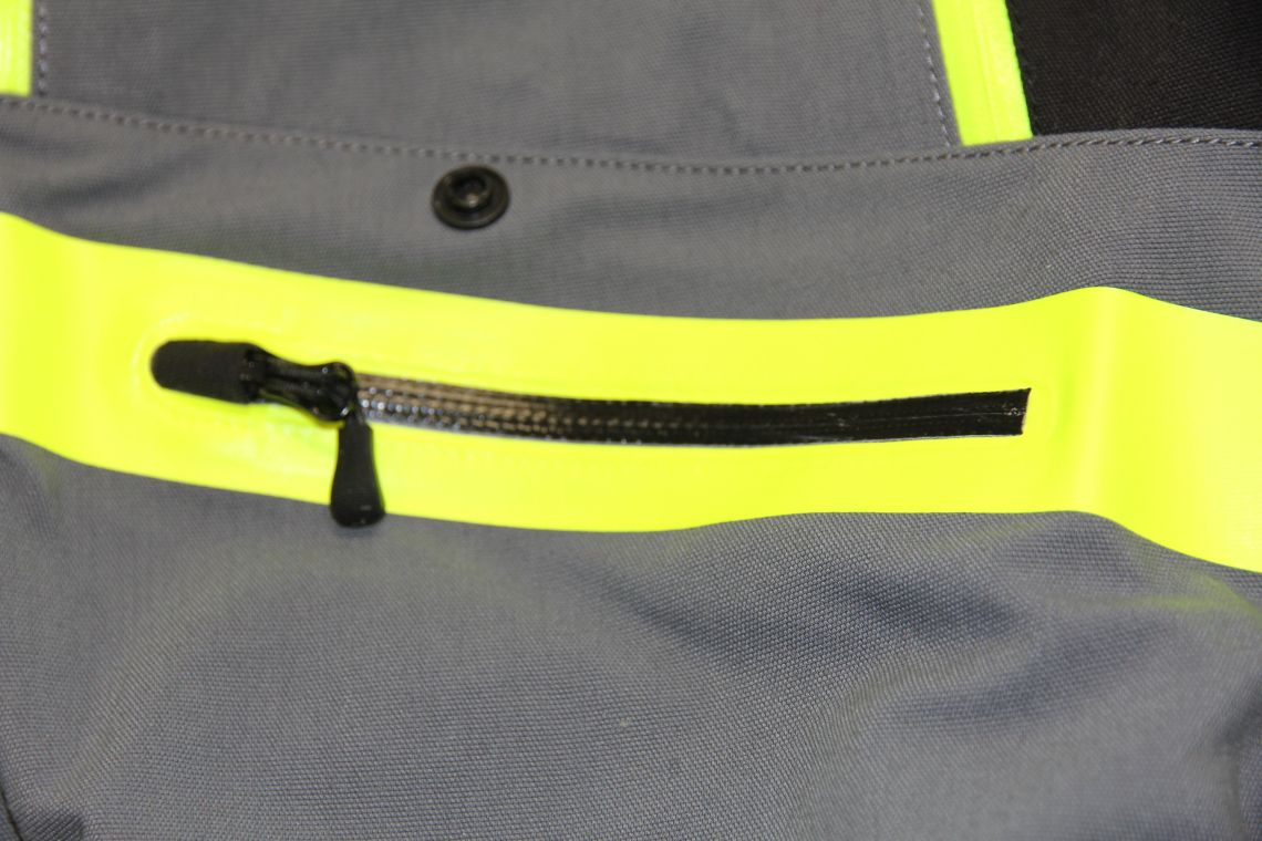 Spidi water-resistant zips