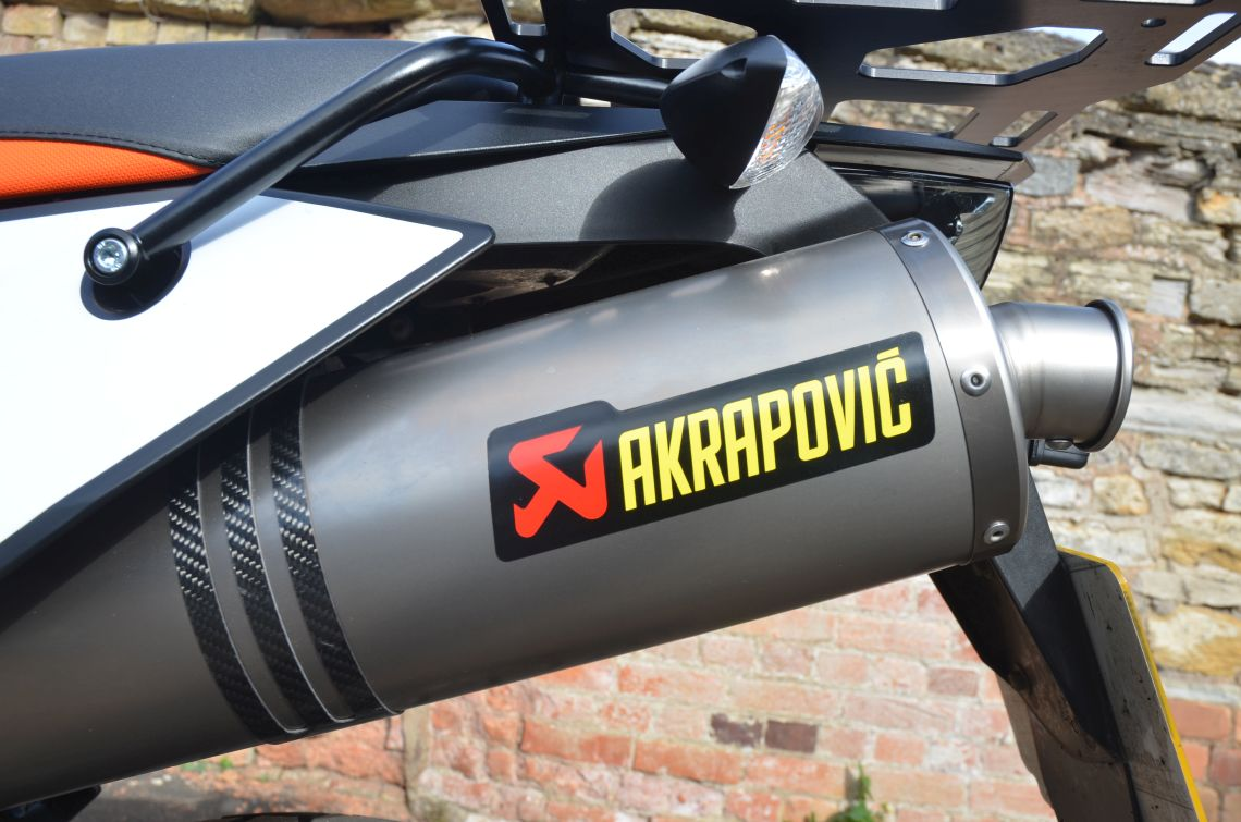 Akrapovic end cans