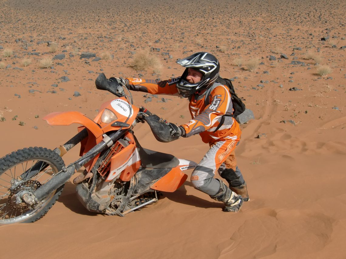 Bernard demonstrating how the experts tackle the dunes