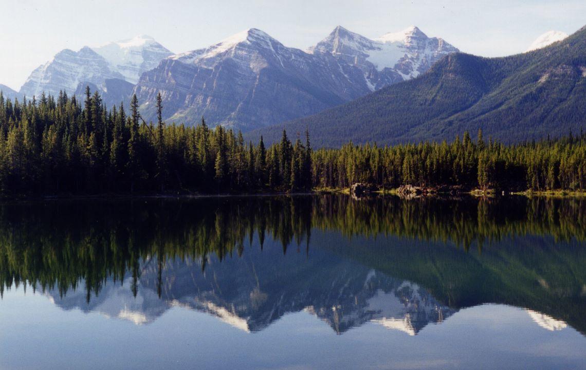 Budget-biking-Canada-Lake