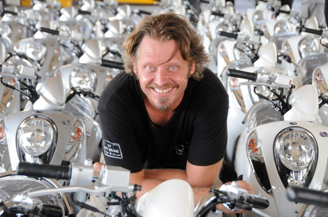Charley-Boorman-with-bikes