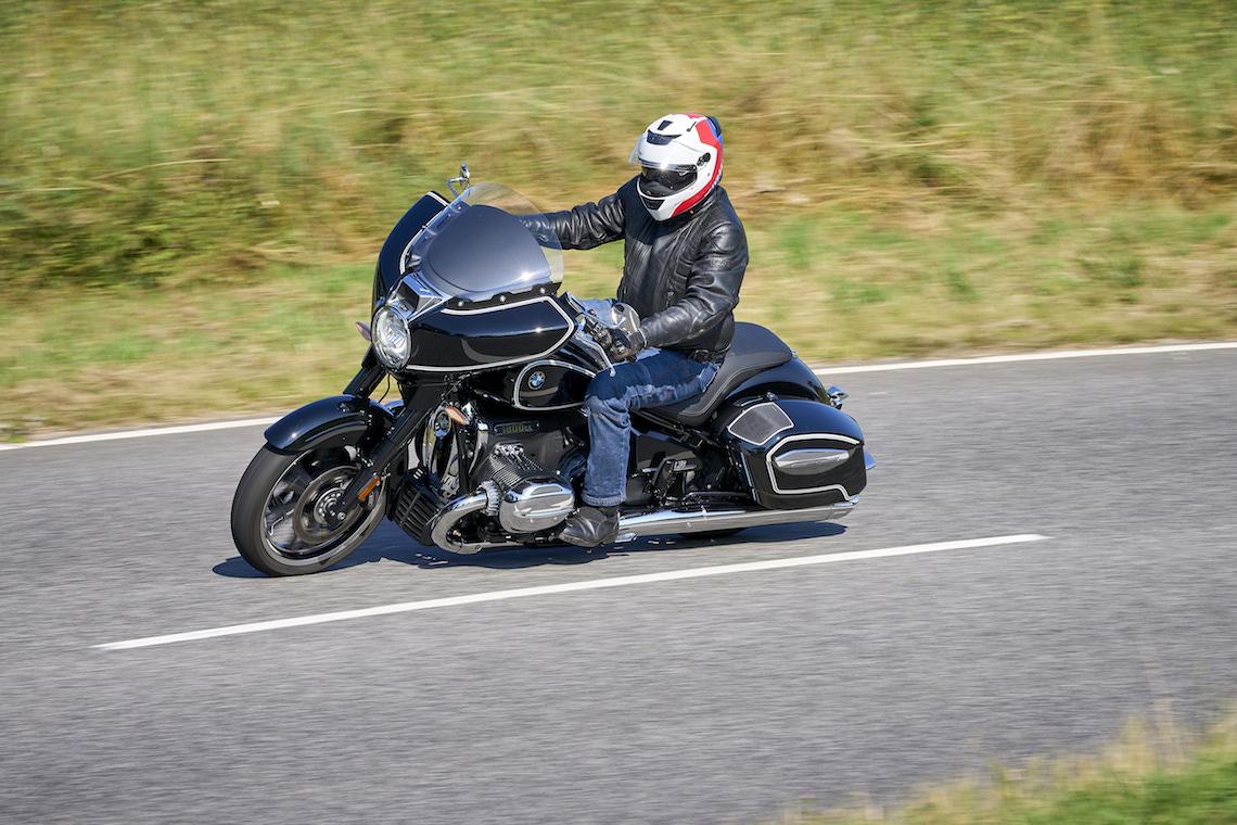 BMW R 18 B riding